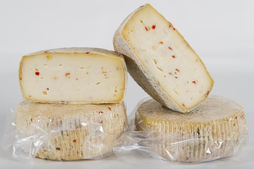 formaggio caciotta peperoncino