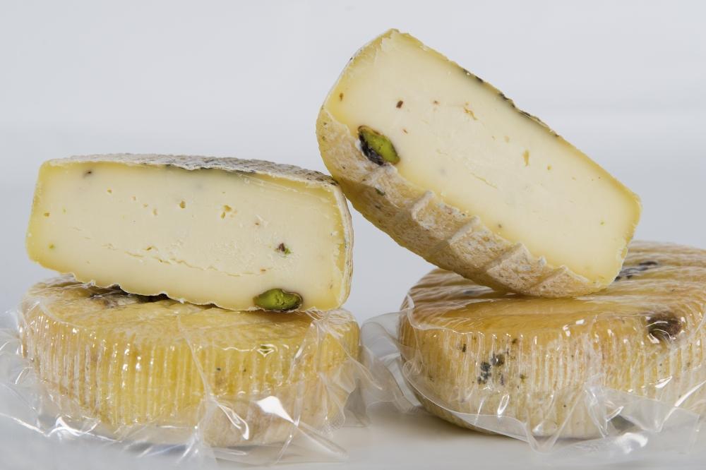 formaggio caciotta al pistacchio